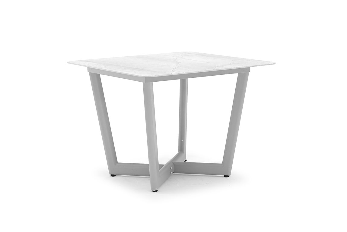 CLUB square dining table